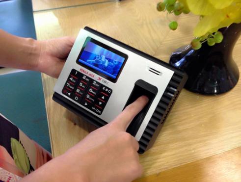 Sử dụng máy chấm công bằng vân tay giúp tiết kiệm được nhiều chi phí